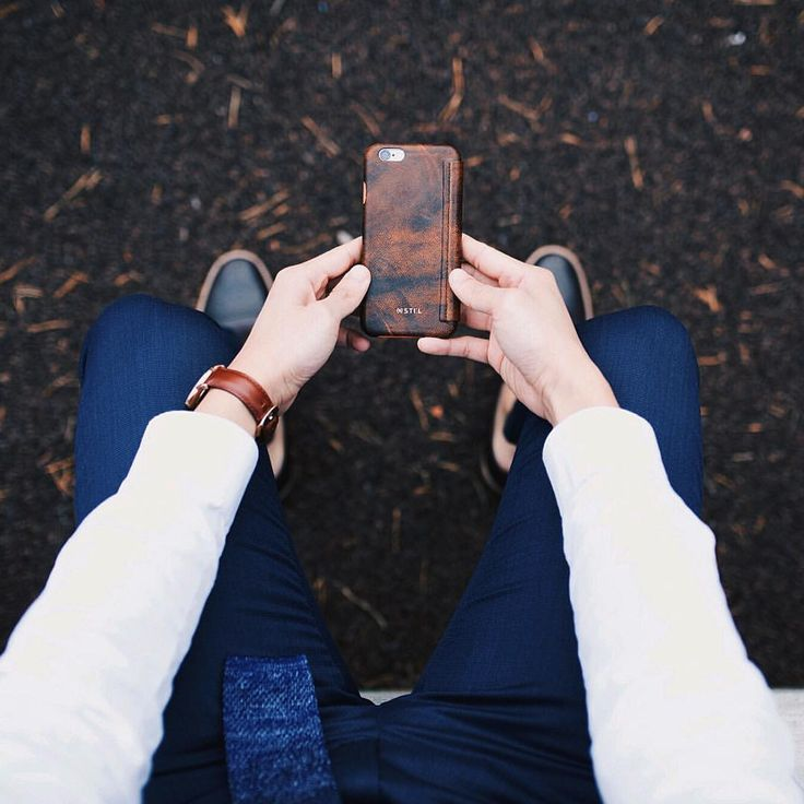 "Instagram의 Dathias Godfrey님: ""Can't keep my hands off this phone case from @stil_mind. #2015stilphotowall #stilmind Shot by @lammatthewphoto #ModernManJournal"""