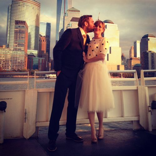 Beautiful story about a spontanious  marriage in New York. Love the outfits!!! and pictures