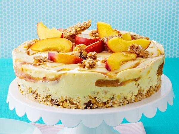 Fruchtige Buttermilch-Knusper-Torte crunchy peach-buttermilk