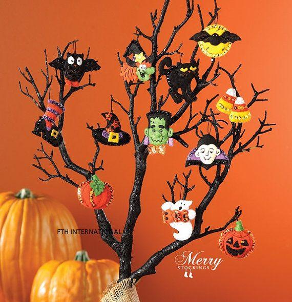 Bucilla Halloween 12 Pce Felt Ornament Kit 86430 Ghost Etsy Adornos Navidad Fieltro Guirnaldas De Halloween Adornos Halloween