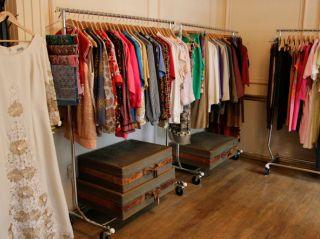 ¿Dónde comprar ropa vintage en el DF?  http://www.timeoutmexico.mx/df/compras-estilo/las-mejores-tiendas-vintage-y-de-segunda-mano