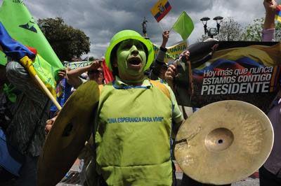 Ekvador Amazon yerlilerinden maden protestosu  http://www.radikal.com.tr/Radikal.aspx?aType=RadikalDetayV3&ArticleID=1081201&CategoryID=85