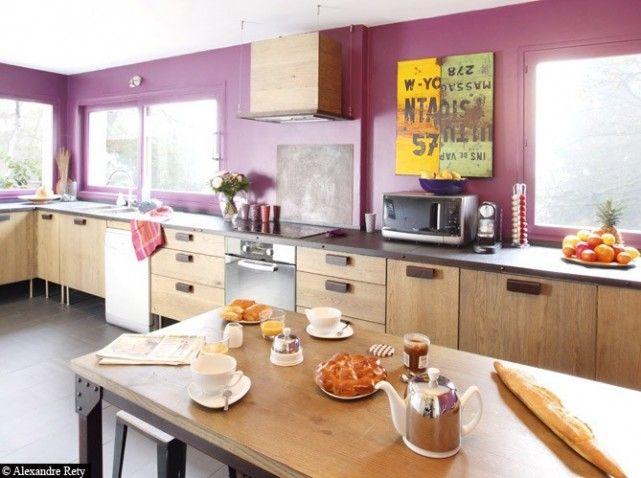Cuisine contemporaine et colorée (bois/rose) - modern pink and wooden kitchen