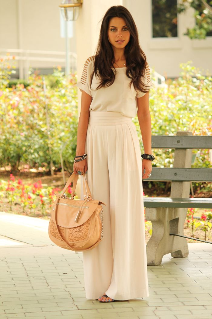 Love the monotone neutral look, the palazzo pants, and that wonderful bag!