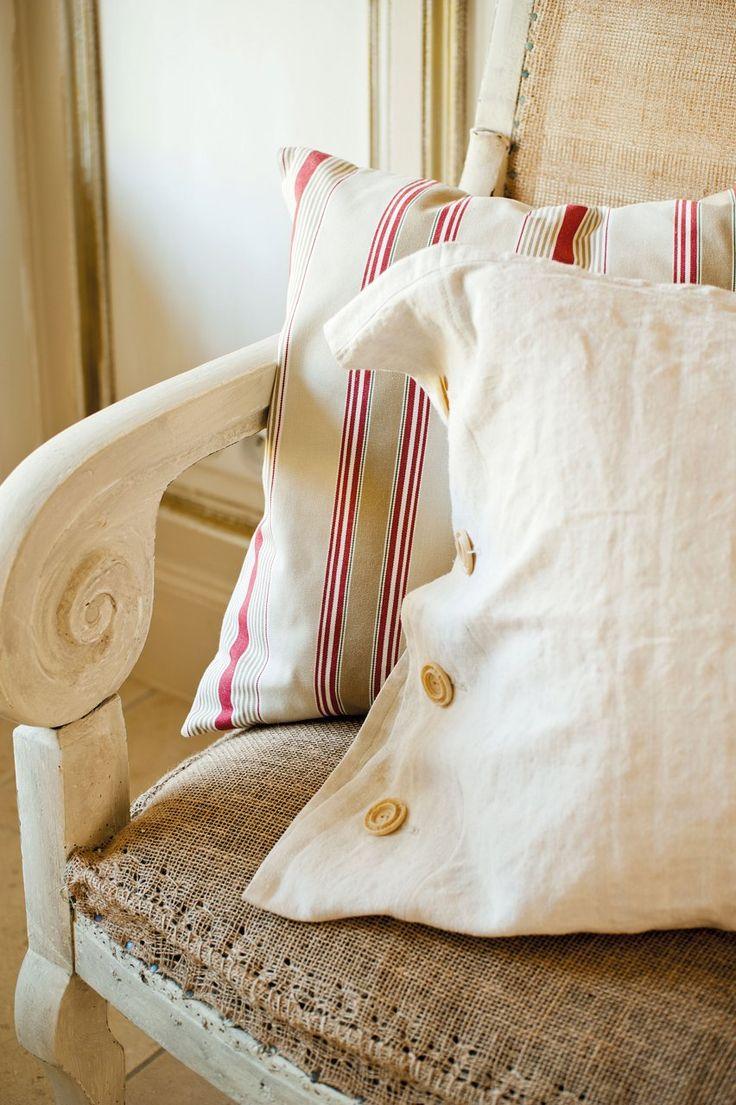 Plácida vida en el campo · ElMueble.com · Casas Gaston Y Daniela, Home Safes, Country Life, Bed Pillows, House Design, Blanket, Interior, Farmhouse, Second Chances