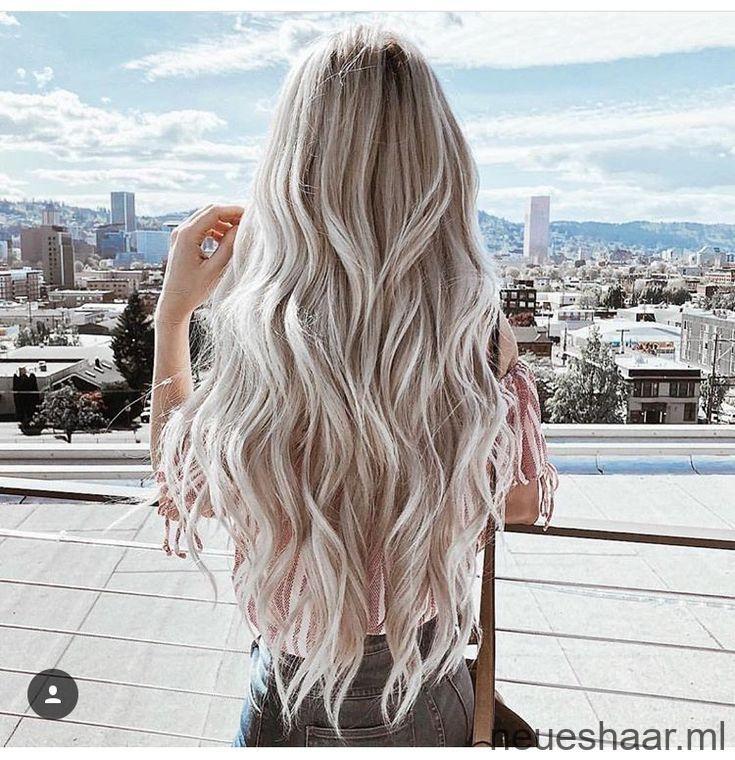 Lange gewellte kühle hellblonde Haare #haarig #haarigefarbenblondeharz ,  #gewellte #haare #haarig #haarigefarbenblondeharz #hellblonde #kuhle #lange, 2019 – Neueshaar