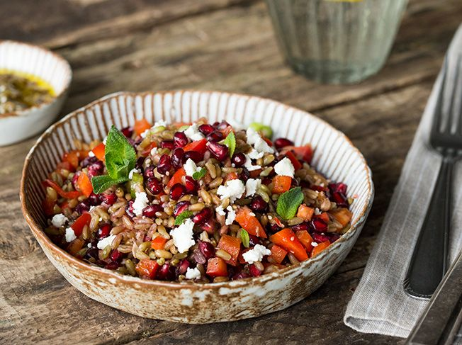 Grünkern-Salat mit Granatapfel, Paprika und Minze