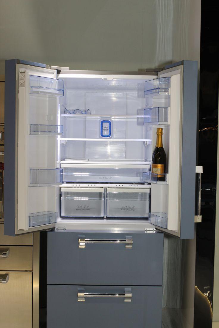 Lodówki typu French Door (francuskie drzwi) firmy Steel to propozycja dla osób, która mogą sobie pozwolić na nieco szerszą lodówkę, ale mają za mało miejsca na chłodziarkę typu Side by Side