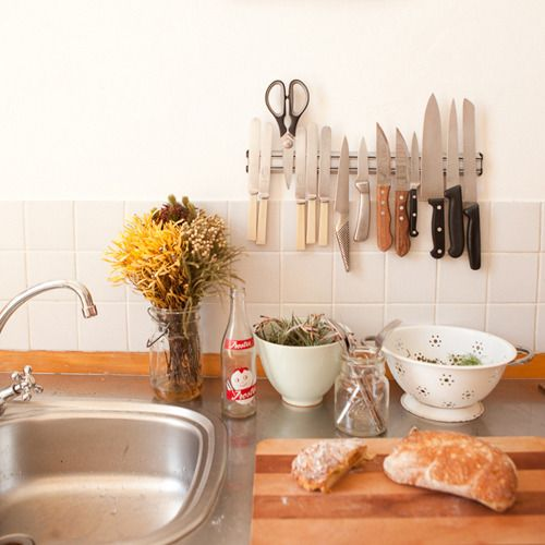 Function & Style: Magnetic Knife Strips Kitchen Inspiration