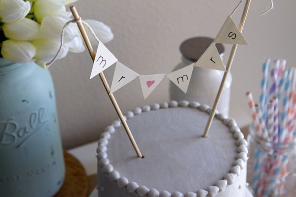 {Etsy Finds} 5 Unique Wedding Cake Toppers | The Plunge Project