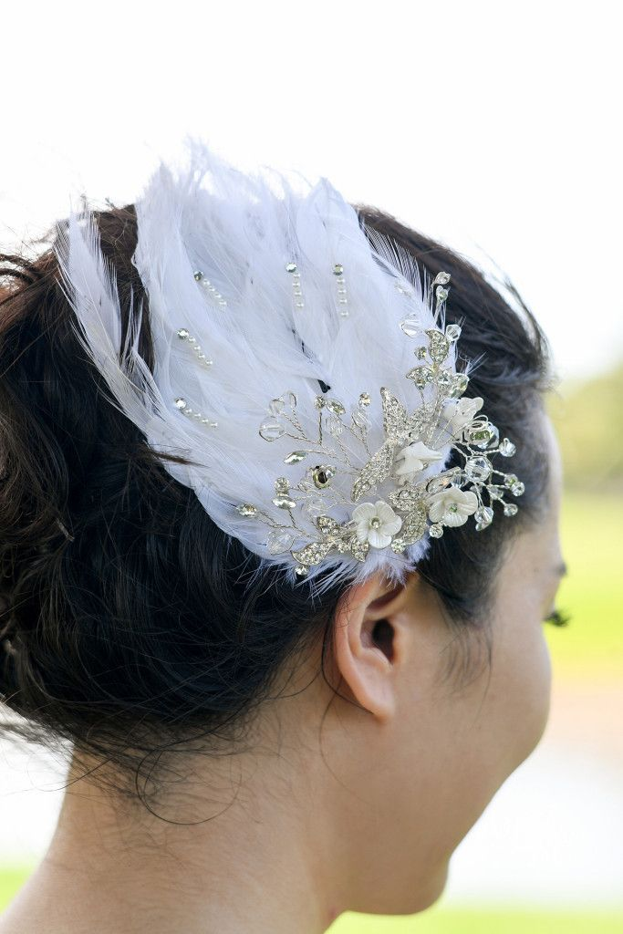 Swan hair piece for bride made of pearls and white feathers
