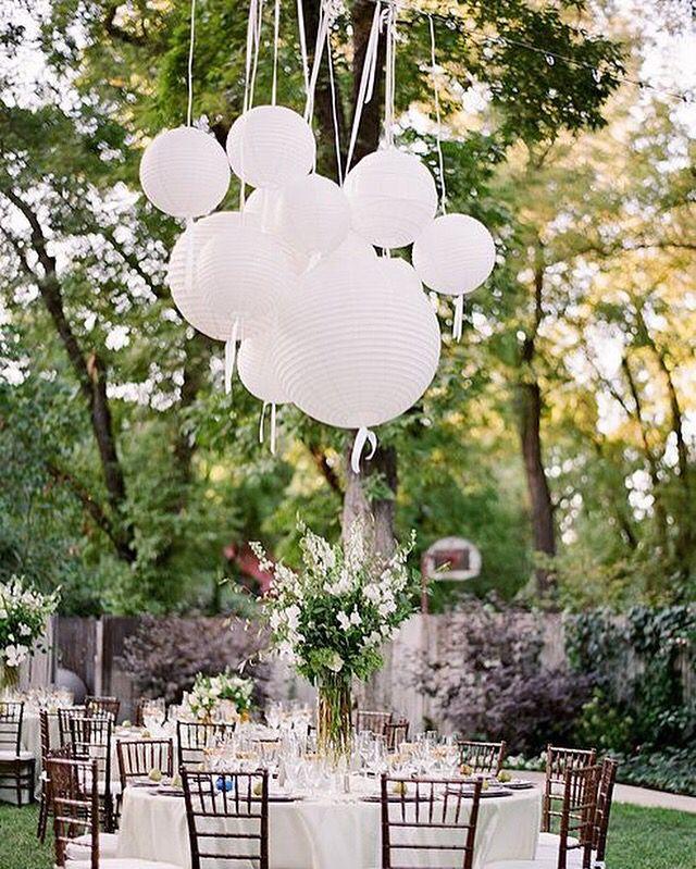 Versier de feesttafel met een tros lampionnen en linten goedkoop gemakkelijk en erg sfeervol - Arbor pergola goedkoop ...