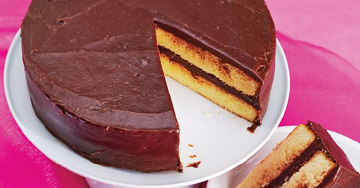 Have your Golden Vanilla Layer Cake with Chocolate Fudge Frosting and eat it too with this delicious recipe from Anna Olson http://bit.ly/2mYvUfP