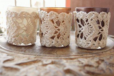 http://michellemaakt.blogspot.nl/2013/08/tweedehands-garen-en-kant-haken.html lacy crochet, tealight holder, crochet jar cosy