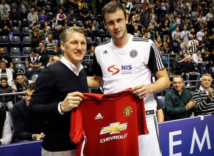 Bastian Schweinsteiger & Novica Velickovic #partizan #basketball