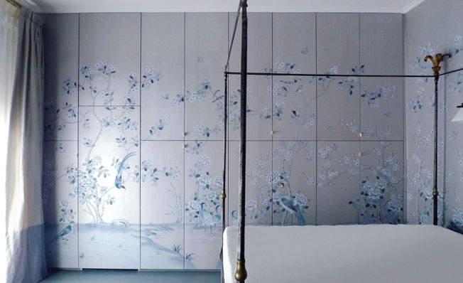 Hand made wallpaper, on the cabinet and the wall on the right... continuity of art! #wallpaper