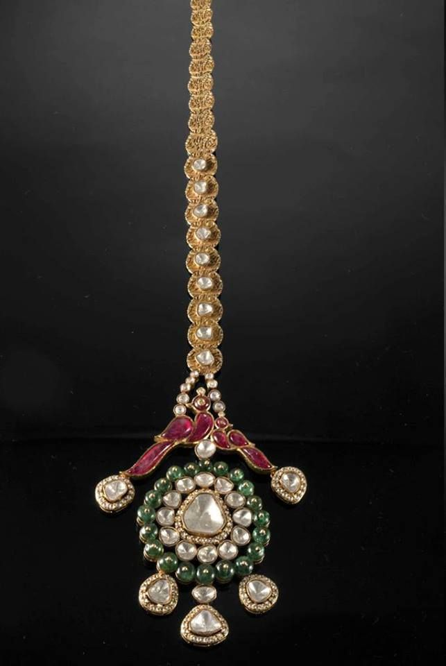 Unique head ornament with emeralds, flat cut diamonds and ruby peacocks that will make you look bride apart. #jaipurjewelers #jeweleryinjaipur #designsinjaipur #jaipurjewelery
