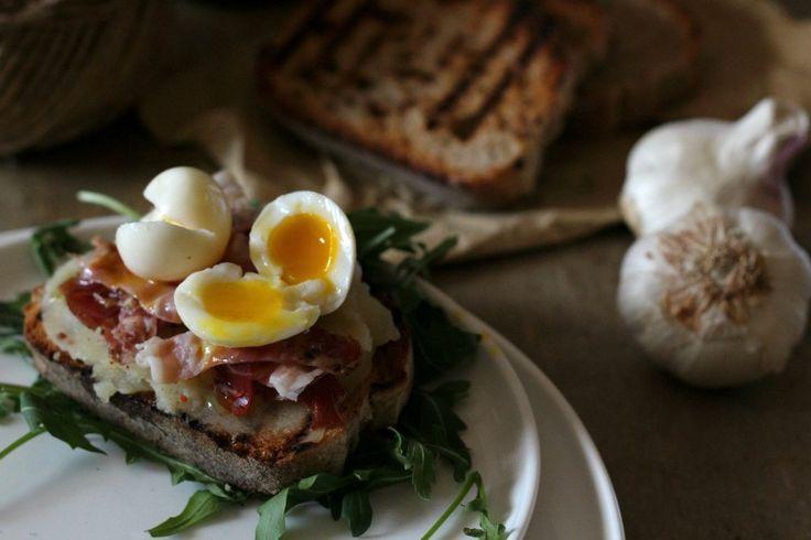 crostini patate speck e uova di quaglia-ev. orizz.