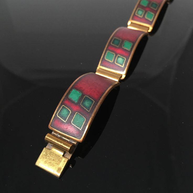 Rot/grünes vintage Armband, K. Schibensky, 50er Jahre, Stegemaille von CherryblossomAT auf Etsy https://www.etsy.com/de/listing/489946768/rotgrunes-vintage-armband-k-schibensky