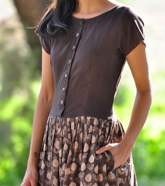 Crafted in block printed cotton and mulmul fabric, the design features en easy fit, front button opening bodice in mulmul and a floral skirt with soft gathers a