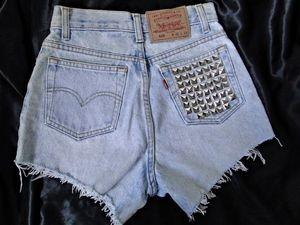 Shorts Jeans com rebites R$60,00. - Tamanhos 36 a 44 (+). - Preto e Azul.