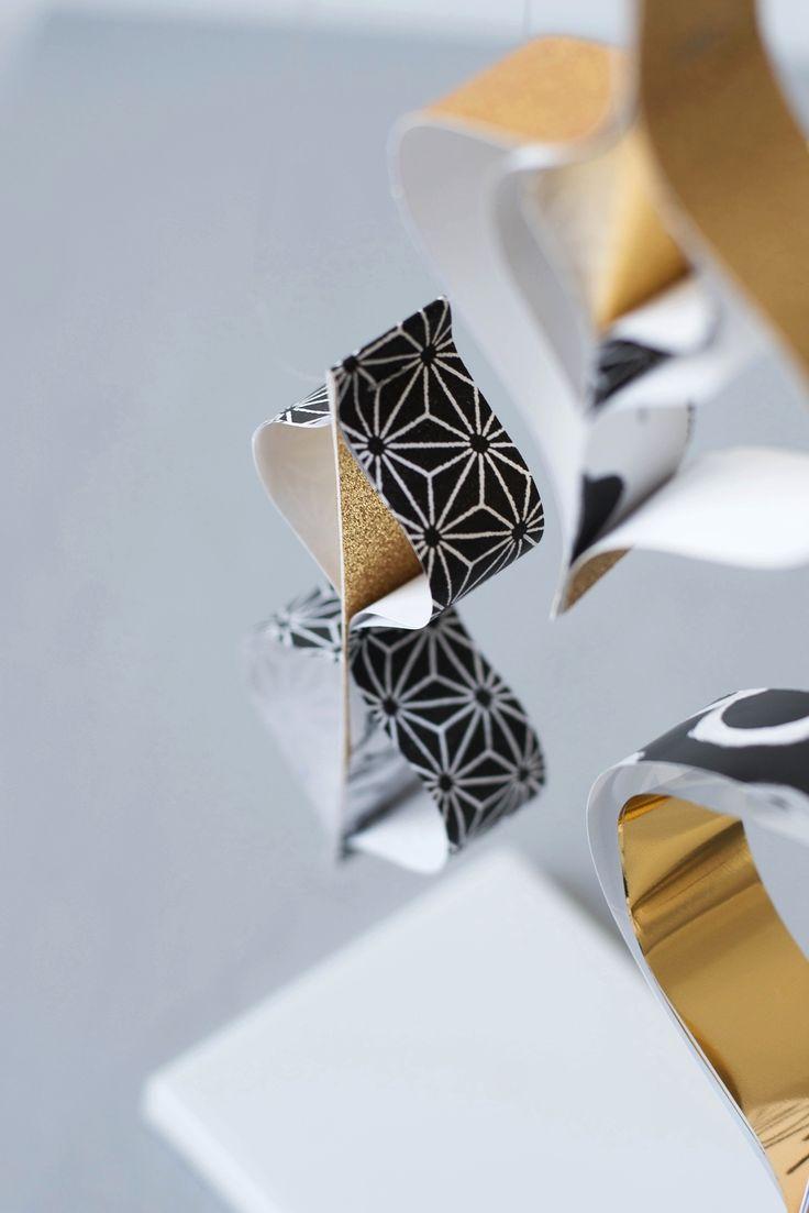 DIY Ornament aus Papierstreifen in Gold und Schwarz #sinnenrausch #sinnenrauschAdventskalender #diy