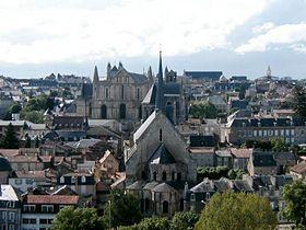 Vieux centre de Poitiers, vu des Dunes: église Sainte-Radegonde, cathédrale Saint-Pierre, palais de Justice (au dernier plan).