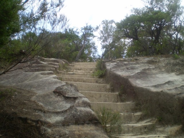 PRINCES ROCK LOOKOUT walk at Wentworth Falls - one of the steeper sections of trail. Very good site for information about bushwalks.
