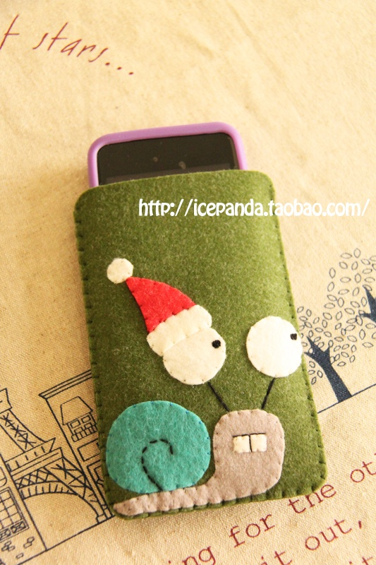 Christmas snail phone case