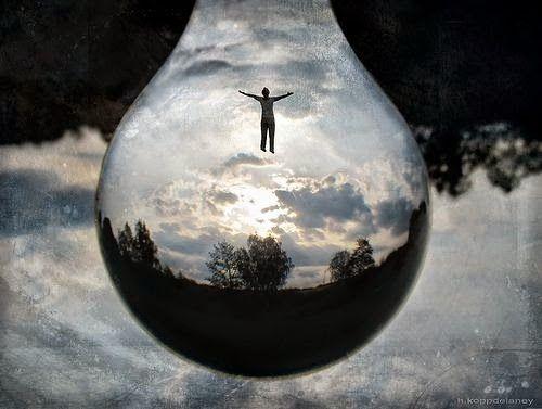 Ο χρόνος υπάρχει. Δεν τελειώνει ποτέ. Σταμάτα να ζεις στην ψευδαίσθηση πως δεν προλαβαίνεις. Άλλαξε την οπτική σου για να αλλάξεις την πραγματικότητά σου. Προλαβαίνεις.  Πάρε την κατάσταση στα χέρια σου. Εσύ είσαι ο δημιουργός της πραγματικότητάς σου, και από σένα εξαρτάται τι θες να κάνεις μέσα στη μέρα, πώς θες να ζεις. Τα πράγματα είναι απλά.