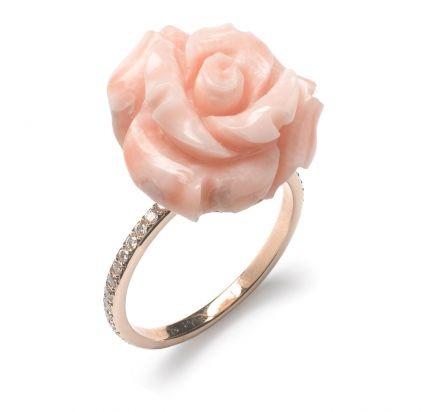 "Large ""Rose"" ring 18-kt gold, diamonds, coral"