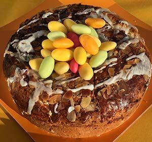 """Kulitsa on makeasta pullataikinatyyppisestä, täyteläisestä hiivataikinasta leivottu makea """"leipä"""" jota nautitaan mm. pashan kanssa."""