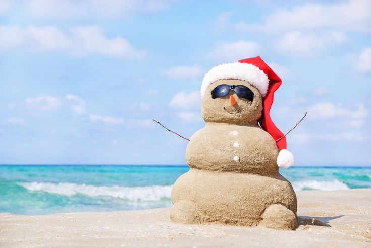 Holiday_Sand_SnowMan_SantaHat_BeachScenes2.jpg (1000×669)