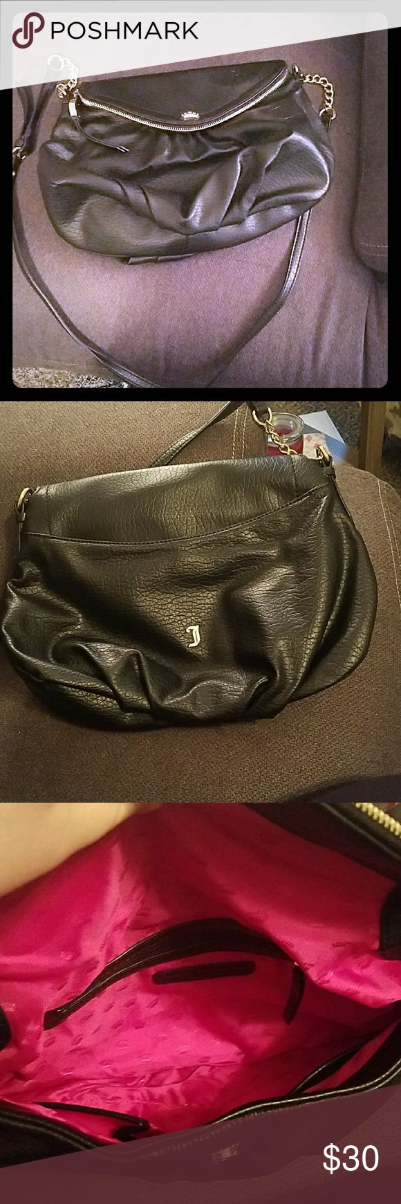 Juicy Couture black crossbody Juicy Couture purse lightly used. Juicy Couture Bags Crossbody Bags