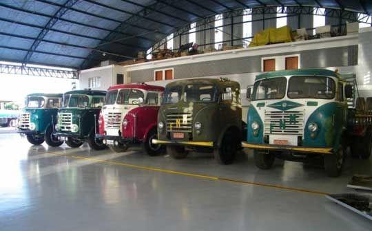 """Caminhão Fenemê: conheça a história do lendário caminhão das estradas brasileiras """"FNM"""""""