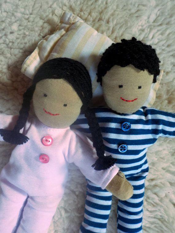 Acero e Orchidea Cloth dolls in waldorf style in pyjama - boy and girl by PiccoloPopoloDiPezza