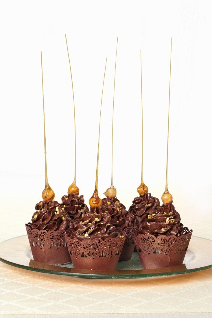 Cupcakes mit Schokolade und Karamell - http://eatsmarter.de/rezepte/cupcakes-mit-schokolade-und-karamell
