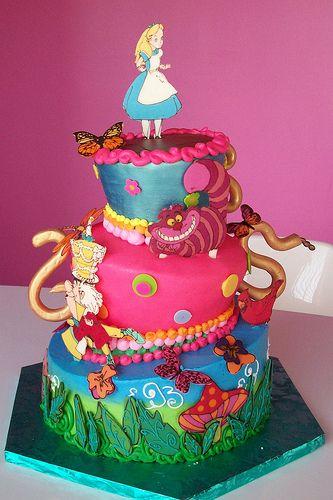 Alice in Wonderland #bolo #colorido #desenho #menina