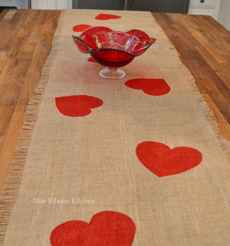 A Valentine Table Runner Thatu0027s ALL Heart!