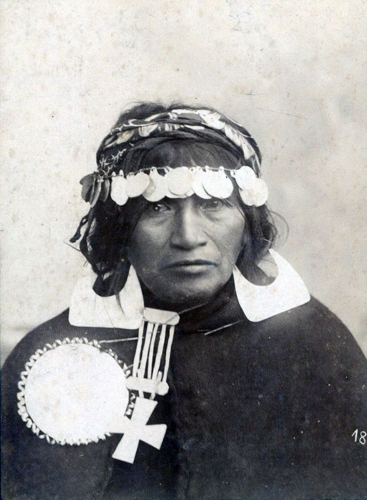 Chile | Studio photograph for a Mapuche woman. Traiguen, ca. 1890 || Photographer Milet Ramírez, Gustavo.