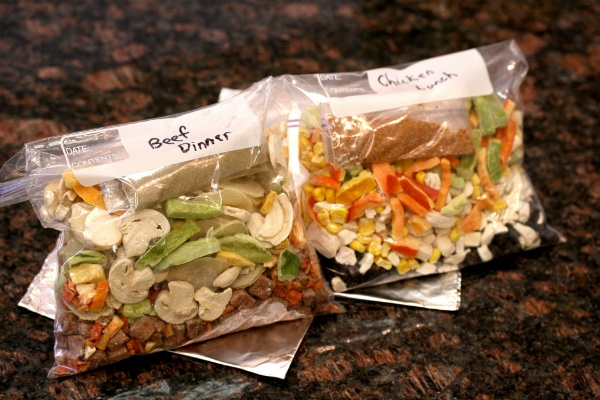 Food Storage Friday #27: Tin Foil Meals in a Bag - and you don't have to be camping to use this idea!  Quick and easy!!  -dm