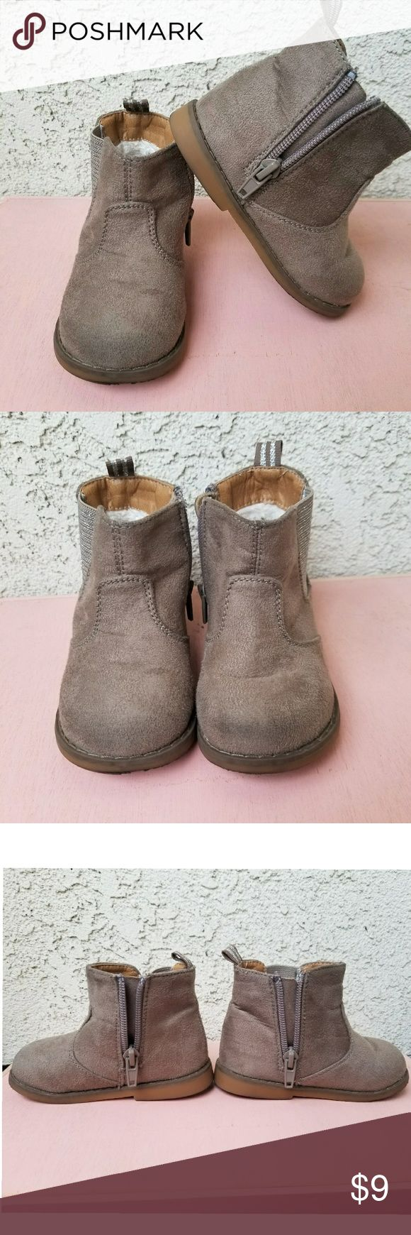 Old Navy Girls Chelsea Ankle Boots Old Navy Girls Chelsea Tan ankle boots. Size 6. Fair condition. Have a little wear on front of boots, but can be worn a little more. Old Navy Shoes Boots
