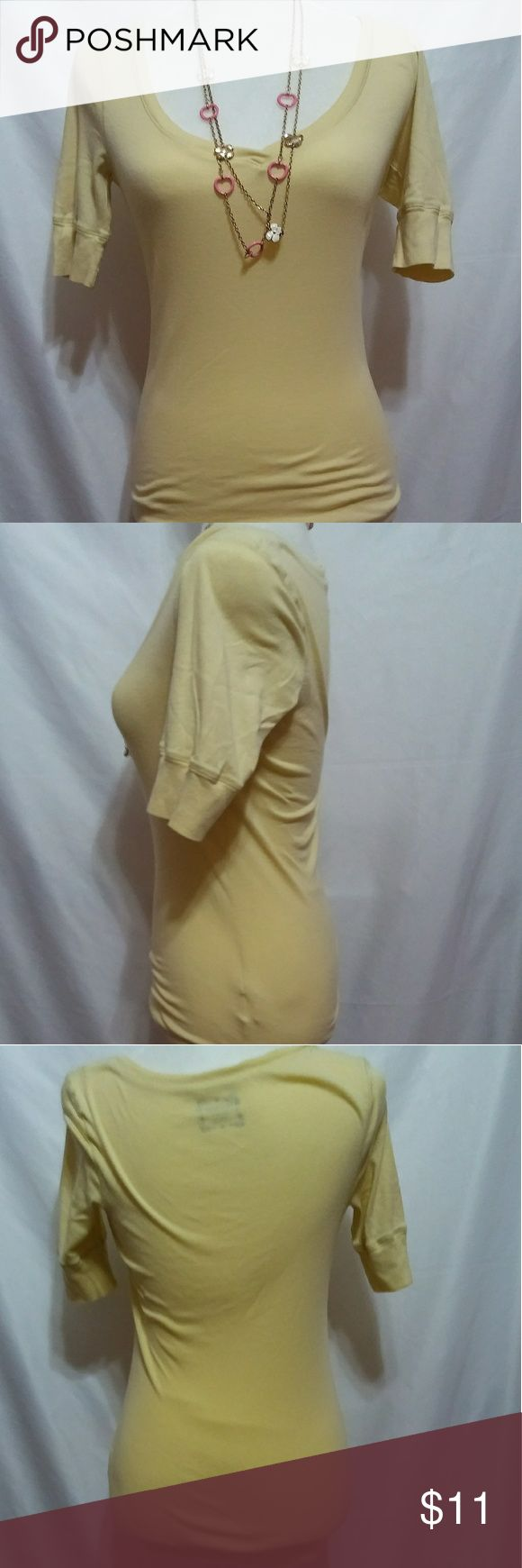 Old Navy yellow women's 3/4 sleeve shirt size m Old Navy yellow women's medium three-quarter length sleeve shirt. Measurements are 23 inches from collar to waist in the back sleeve length is 11 inches. All measurements taken from the back. Old Navy Tops Tees - Long Sleeve