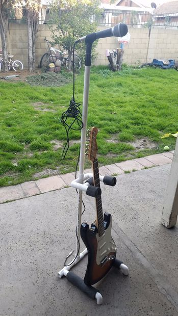 2-In-1 Guitar and Mic Stand