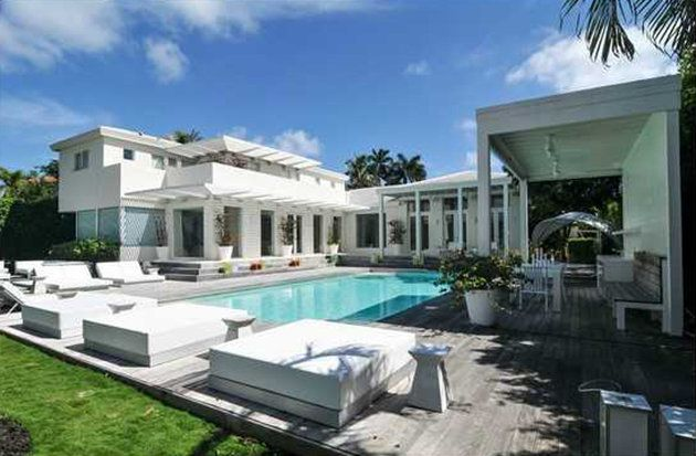 Shakira s miami home for sale shakira miami and mansions for Beach mansions for sale