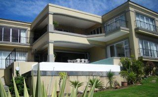 Berg and See bed and breakfast is conveniently situated in Plattenberg Bay overlooking the stunning warm Indian Ocean. This B&B is based in one of major tourism cities, the Western Cape.