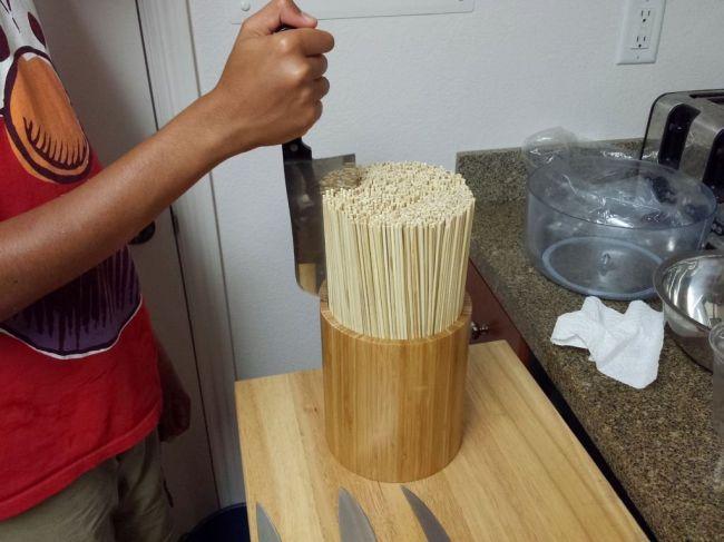 Подставка для ножей из бамбуковых палочек