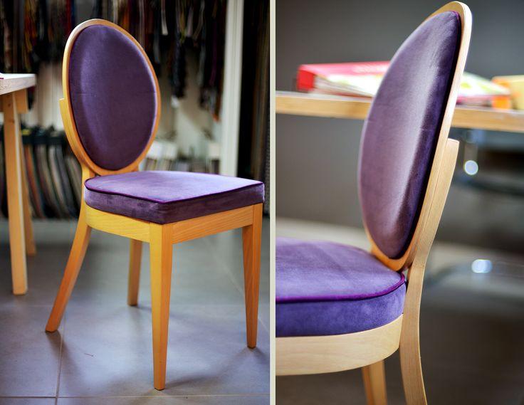 Krzesło z medalionowym oparciem, bez podłokietników, stolarka bukowa, pokrycie: plusz z kiedrą