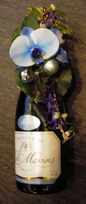 Kukitettu shampanjapullo / Cawell
