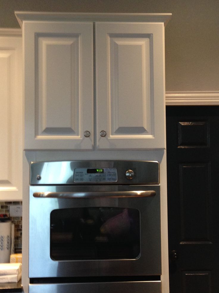 Kitchen cabinet pulls - Before